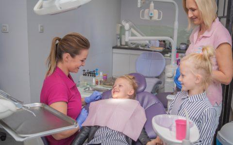 Mały pacjent u dentysty